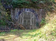 宮崎にある国鉄単線時代の廃トンネル。