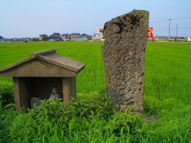 姫野付近の怪しい石碑
