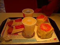 ソーセージエッグマフィンのセット アイスコーヒー&オレンジジュース