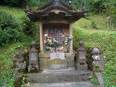 海老坂峠の地蔵堂。