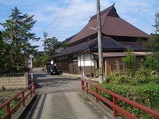 上庄川旧橋を渡ってからの風景。
