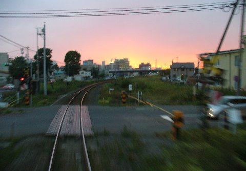 遠ざかる釧路駅と夕景