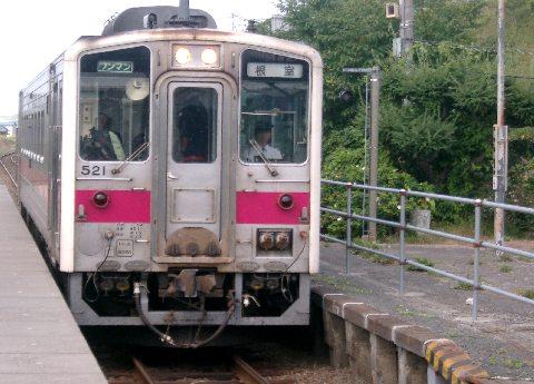 花咲線(根室本線)列車が厚岸駅に到着