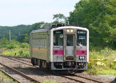 茶内駅で逆方向列車と待ち合わせ