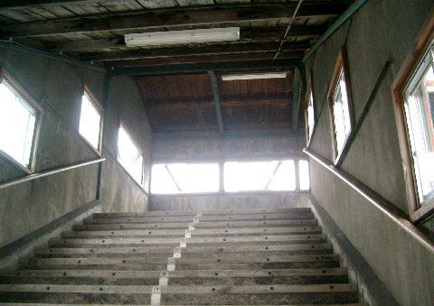 落合駅の跨線橋の内側