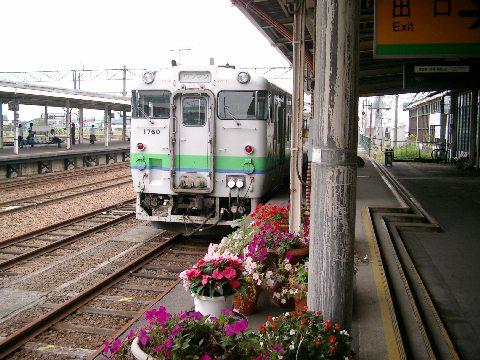 滝川駅ホームと回送列車