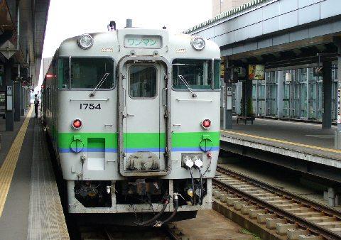 帯広駅のホームと列車