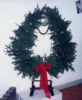 071214-杉と松ぼっくりの巨大クリスマスリース