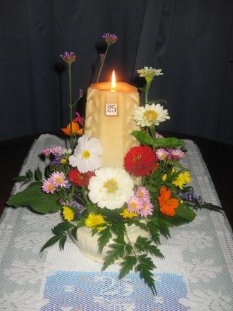 081016-5_庭の花でデコレーション