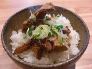 08122013なかじま・豚角煮ごはん 300円(ランチ時 170円)