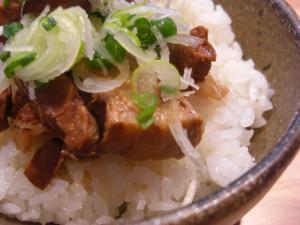 08122013なかじま・豚角煮ご飯 角煮アップ
