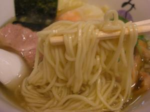 08122014みどり・blog限定ワンタン麺 麺アップ
