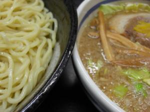 09012012本庄大勝軒・とんづけ醤油 麺&スープアップ