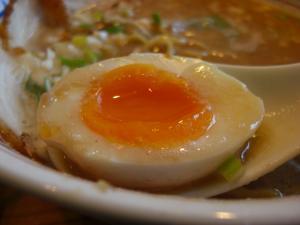 09012514ハンドラ・醤油豚骨チャーシュー 味玉アップ