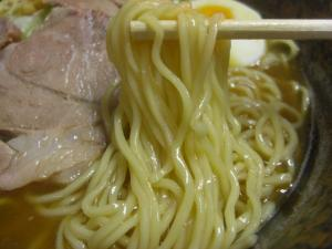 09030820満帆伊勢崎・中華そば 麺アップ