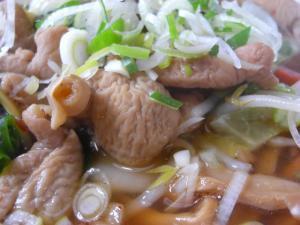 09020112宮口軒・おまかせ羅阿麺 モツ煮アップ