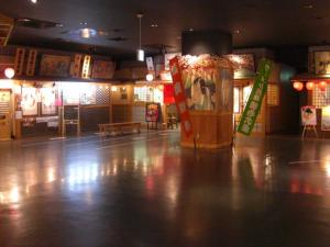 09040416Ones mall ラーメン劇場・会場内の様子