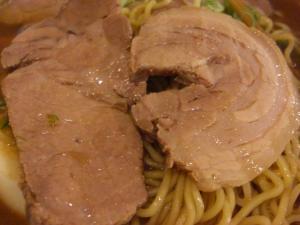 09051720やまと・中華そば肉入り並 肉アップ