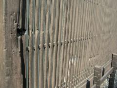 魚三楼の弾痕跡