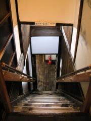 龍馬の部屋から裏への階段おりょうさん愛の階段(お風呂へ)