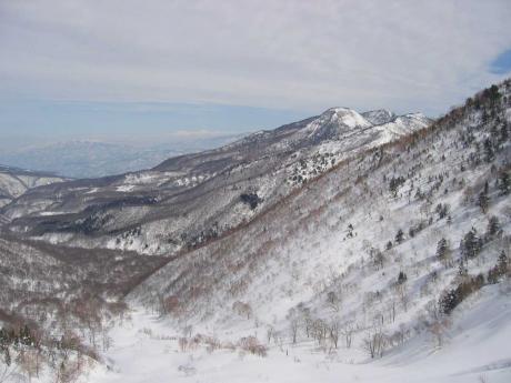 乙妻山から鍋倉山、越後三山、黒姫山