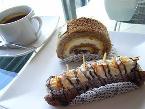 ミュゼ・ド・アッシュ加賀棒茶のロールケーキと能登ミルククリームのエクレアショコラ