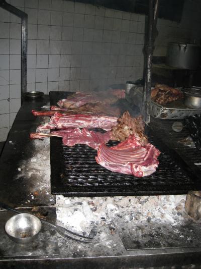 縮小 肉を焼く