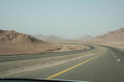 再び砂漠の道へ