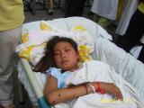 13人を助けるために足を失った女の子