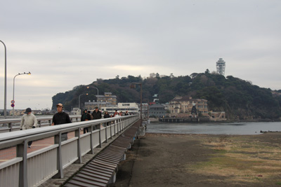 江の島を臨む