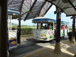 サムイ国際空港、かわいいバスでの送迎です(2012/4/13サムイ空港)