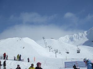 青い空白い雪リフト