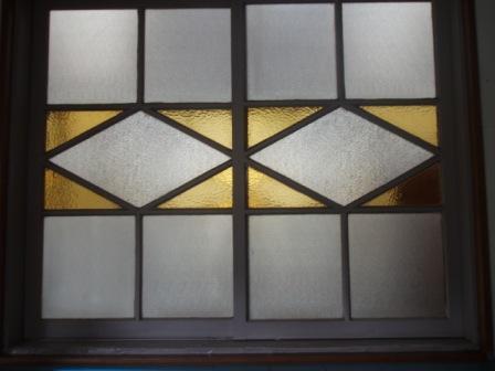 このパターンの色窓が続く
