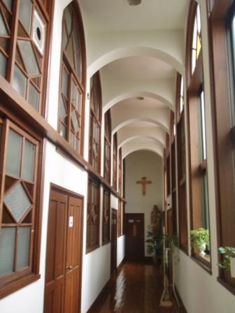聖堂左右の廊下
