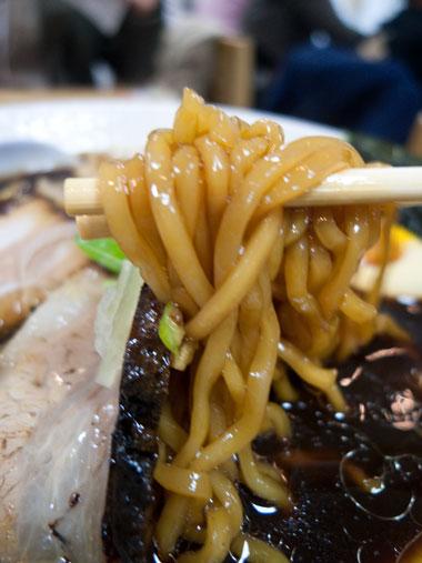 富山ブラック麺アップ