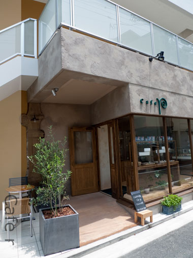 Cafe r 店の外観