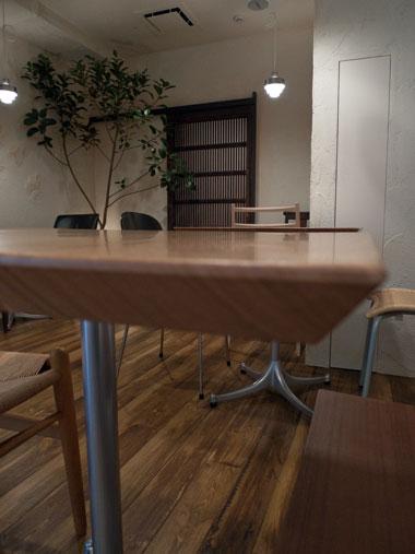 Cafe r テーブル