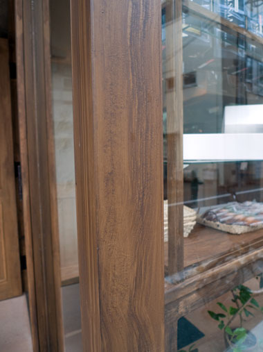 Cafe r 窓枠