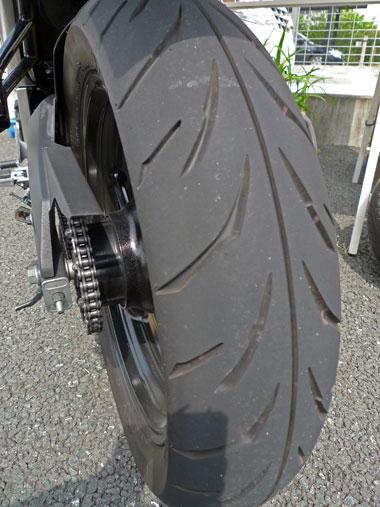 FZ16 タイヤ