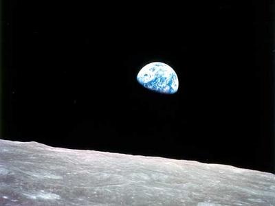 Apollo-8 earthrise
