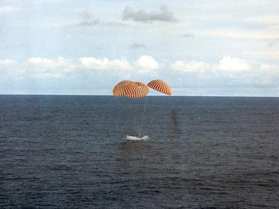 Apollo-13 splashdown