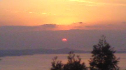 こちらは妙見山の上からの夕日