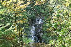 湯川渓谷の相恋の滝