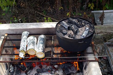 竹筒とダッジオーブン