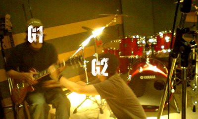 スタジオにてギター1とギター2