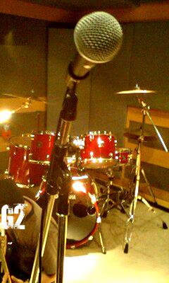 スタジオにてマイク