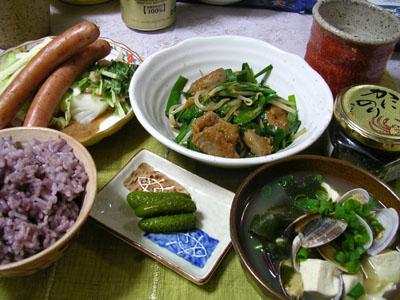 080610レバにら炒め、茹でキャベツ、ウィンナー、姫きゅうり、古代米ご飯、あさりと豆腐とワカメの味噌汁 004