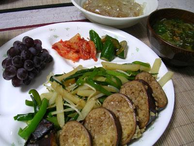 080723イカメシ、野菜炒め、キムチ、漬物、シソとワカメの味噌汁 003