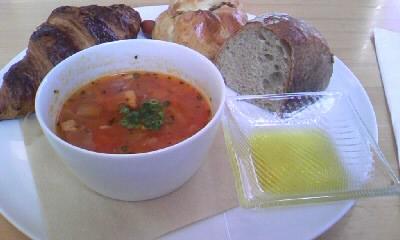 焼きたてのパンとスープセット