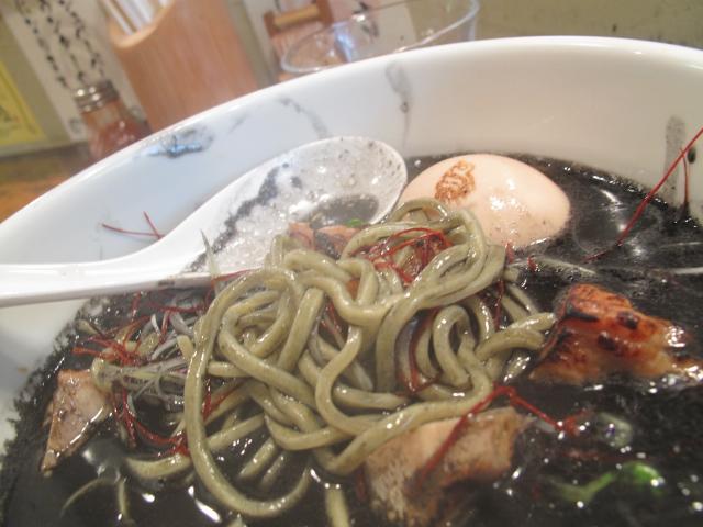 ブラックレインの麺